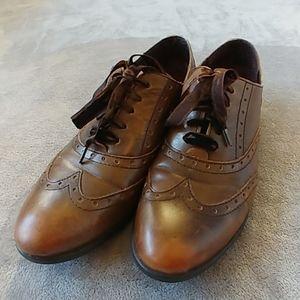 Born Kika Wingtip Brown Shoes Size 9
